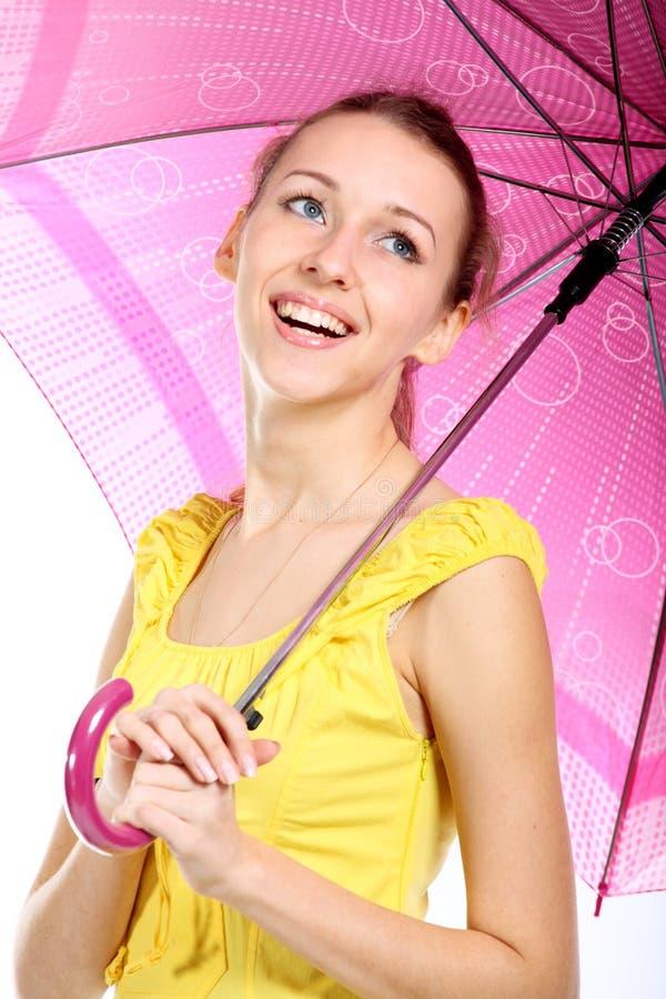 Portret van het jonge meisje met karmozijnrode paraplu royalty-vrije stock fotografie