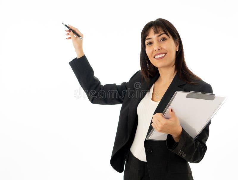Portret van het jonge mooie en zekere bedrijfsvrouw richten Ge?soleerdj op witte achtergrond stock fotografie