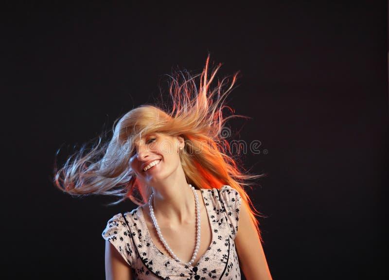 Portret van het jonge mooie meisje tijdens dans royalty-vrije stock fotografie