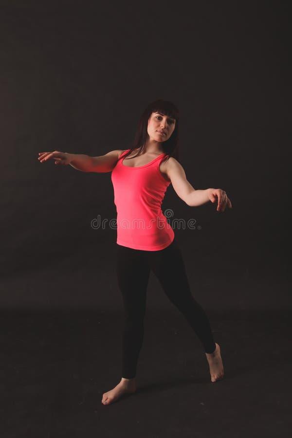 Portret van het Jonge Mooie Vrouw Dansen stock foto