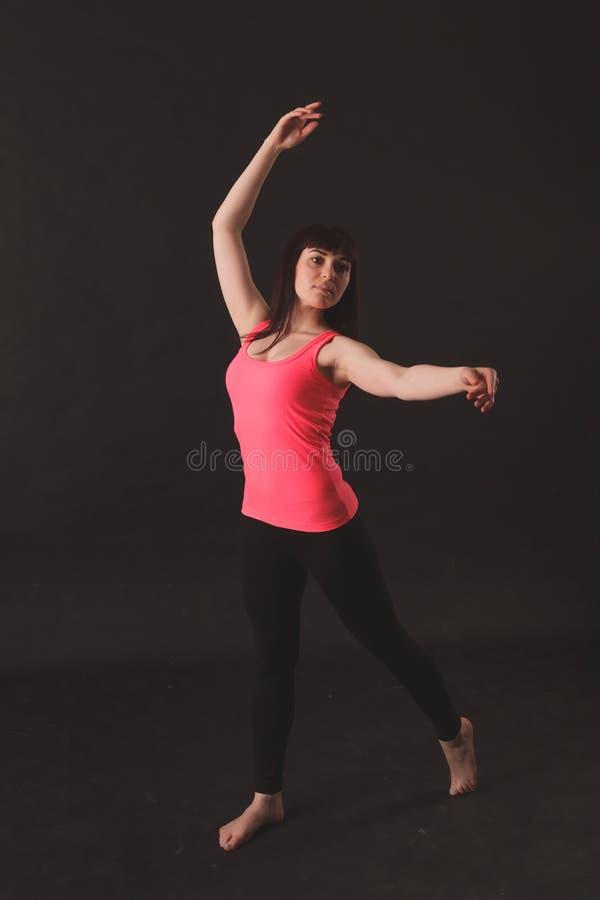 Portret van het Jonge Mooie Vrouw Dansen royalty-vrije stock afbeelding
