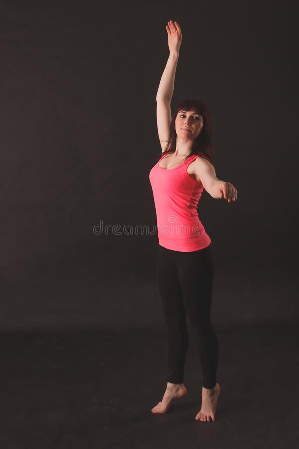 Portret van het Jonge Mooie Vrouw Dansen stock foto's