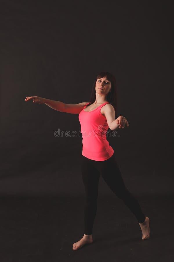 Portret van het Jonge Mooie Vrouw Dansen royalty-vrije stock foto