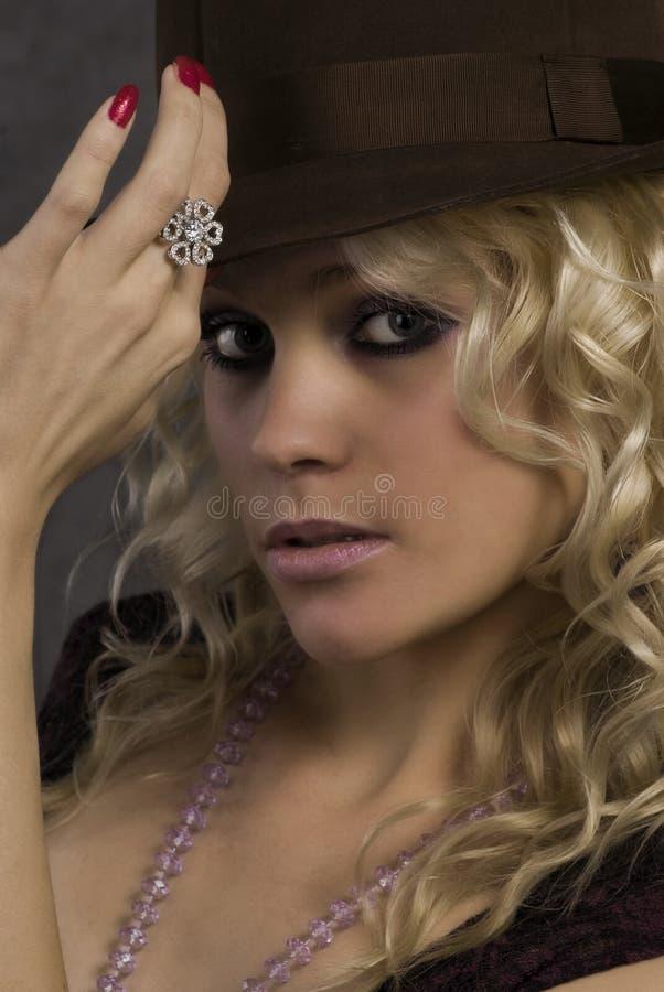 Portret van het meisje in een hoed stock foto's