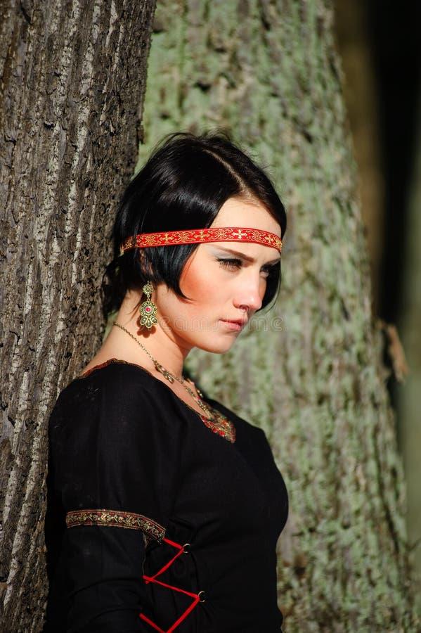 Portret van het meisje in een middeleeuwse kleding royalty-vrije stock fotografie