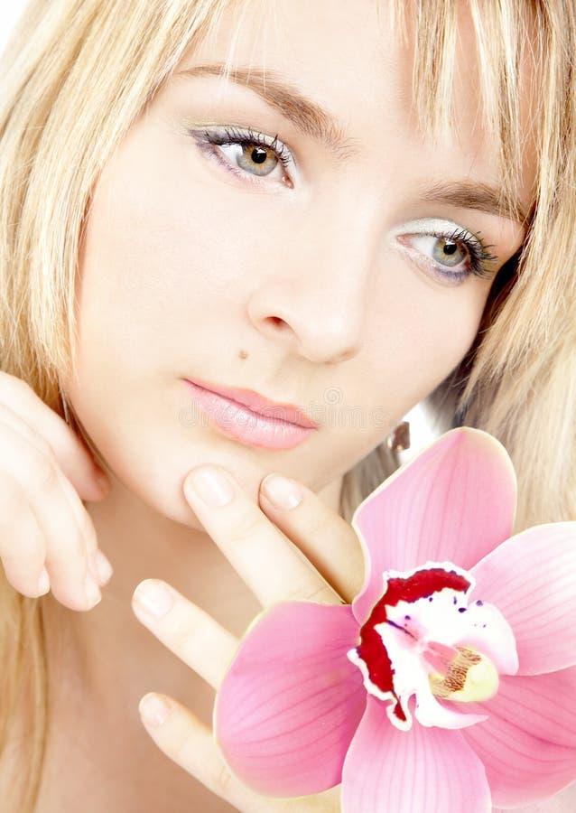 Portret van het meisje met een orchidee royalty-vrije stock fotografie