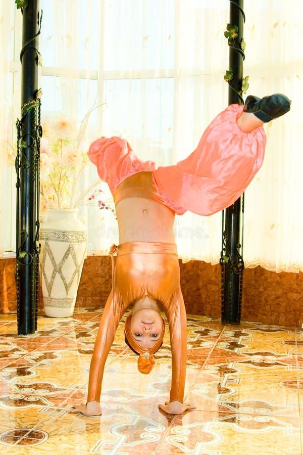 Portret van het meisje van de danstiener in het oostenkostuum royalty-vrije stock foto