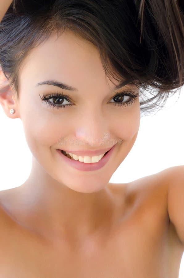 Portret van het mooie donkerbruine meisje glimlachen royalty-vrije stock foto