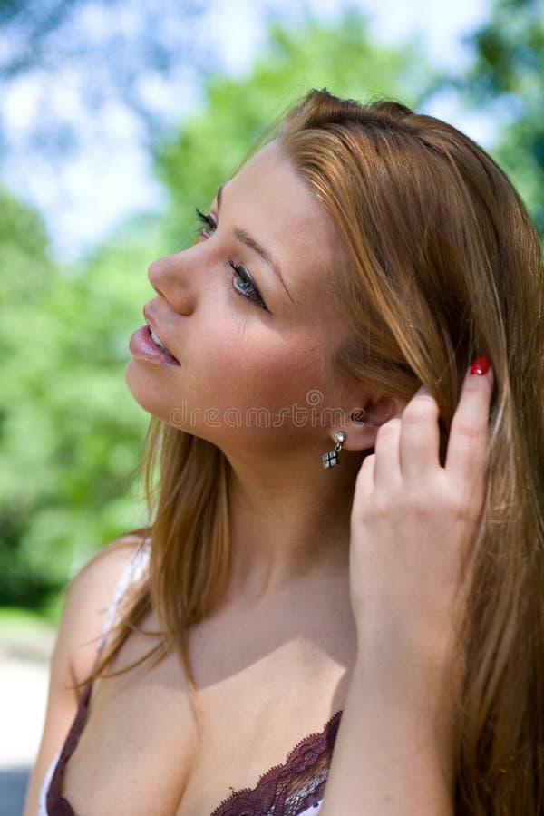 Portret van het mooie jonge meisje royalty-vrije stock afbeeldingen