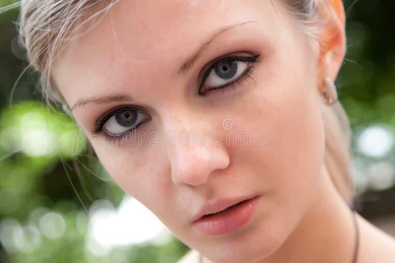 Portret van het mooie meisje royalty-vrije stock afbeeldingen
