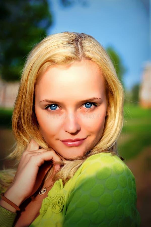 Portret van het mooie meisje stock foto's