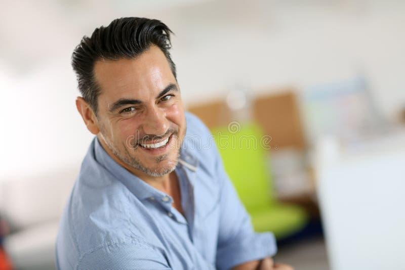 Portret van het rijpe mens lachen stock fotografie