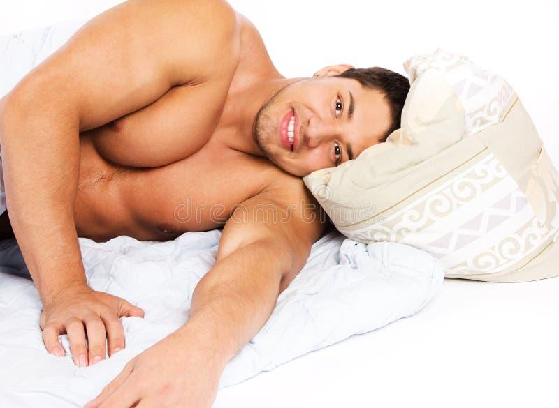 Portret van het vrolijke mens ontspannen stock afbeeldingen
