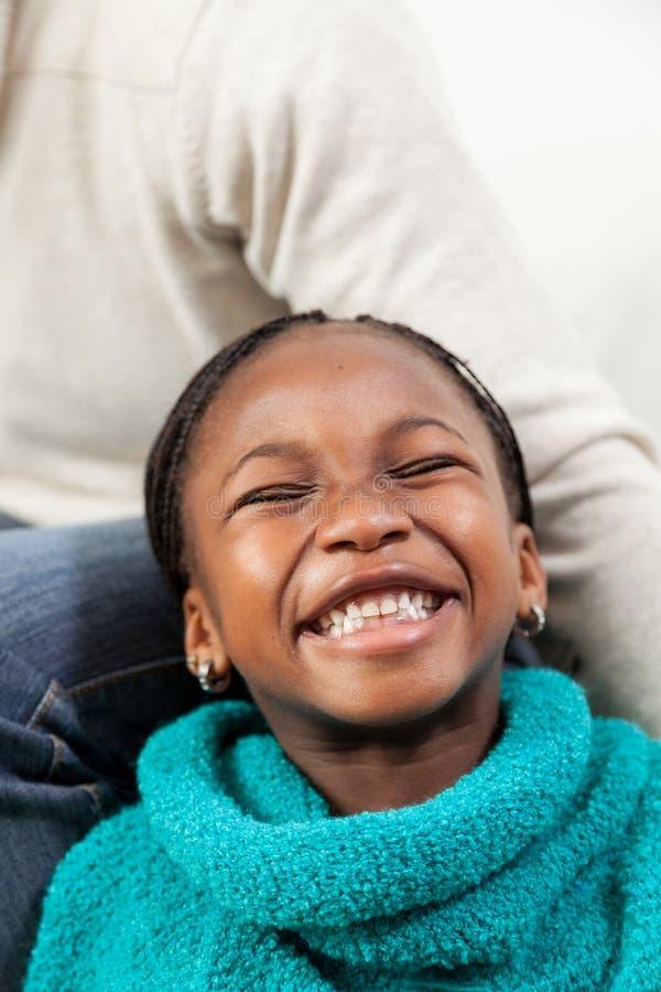 Portret van het zwarte meisje glimlachen royalty-vrije stock afbeelding