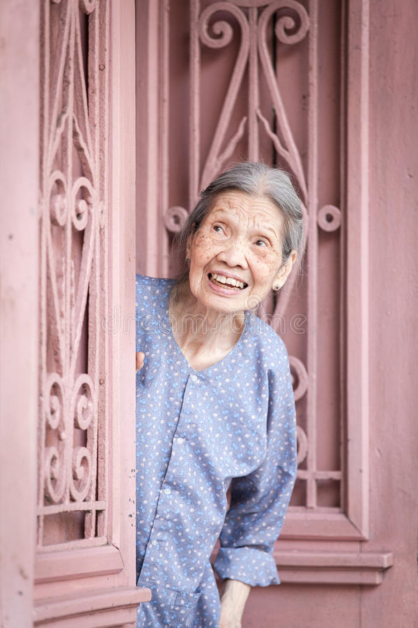 Portret van hogere Vietnamese vrouw, Hanoi royalty-vrije stock fotografie