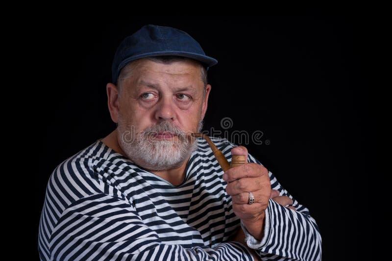 Portret van hogere zeeman met pijp stock afbeelding