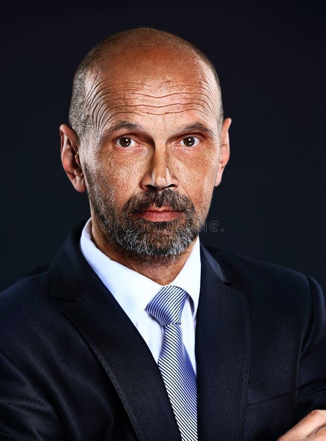 Portret van hogere zekere zakenman stock afbeeldingen