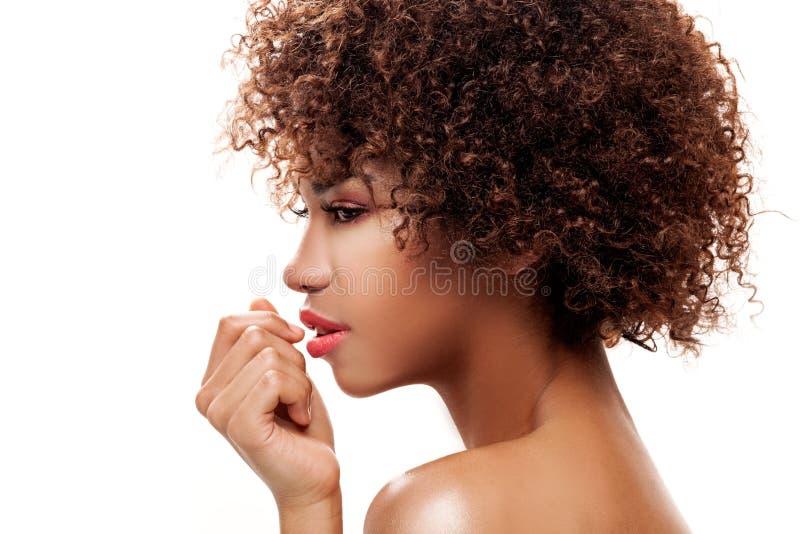 Portret van jong meisje met afro royalty-vrije stock afbeeldingen