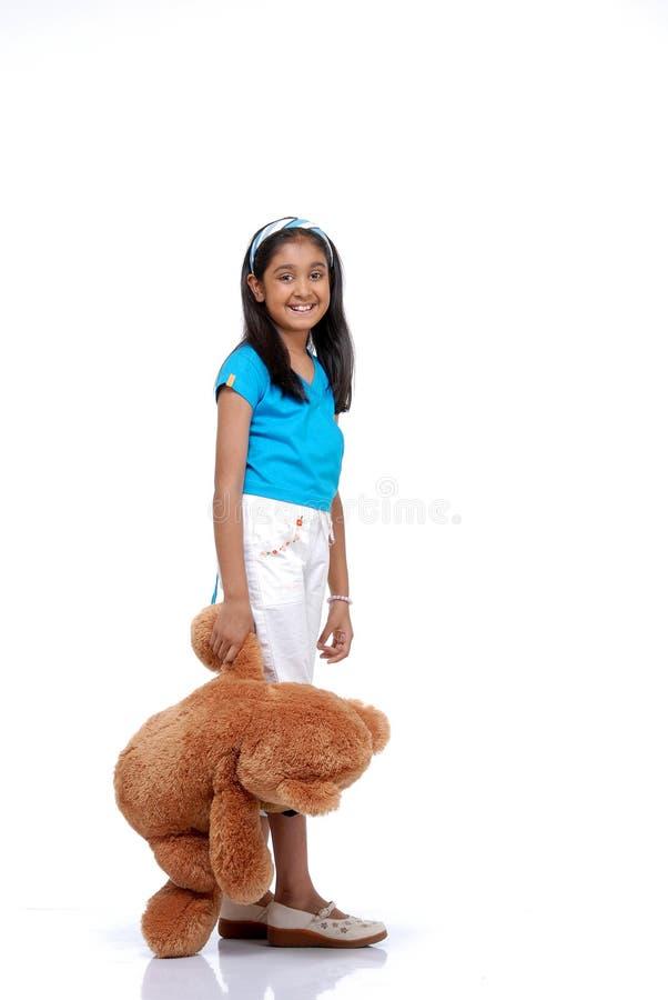 Portret van jong meisje met haar teddybeer stock afbeelding