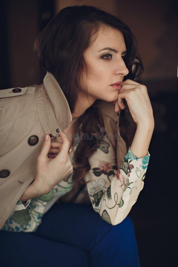 Portret van jong mooi meisje royalty-vrije stock foto's