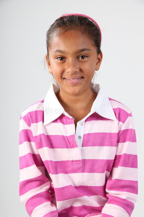 Portret van jong schoolmeisje 10 in roze en wit royalty-vrije stock afbeelding