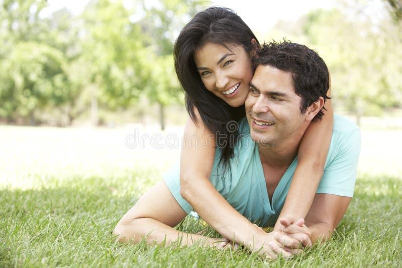 Portret van Jong Spaans Paar in Park stock foto