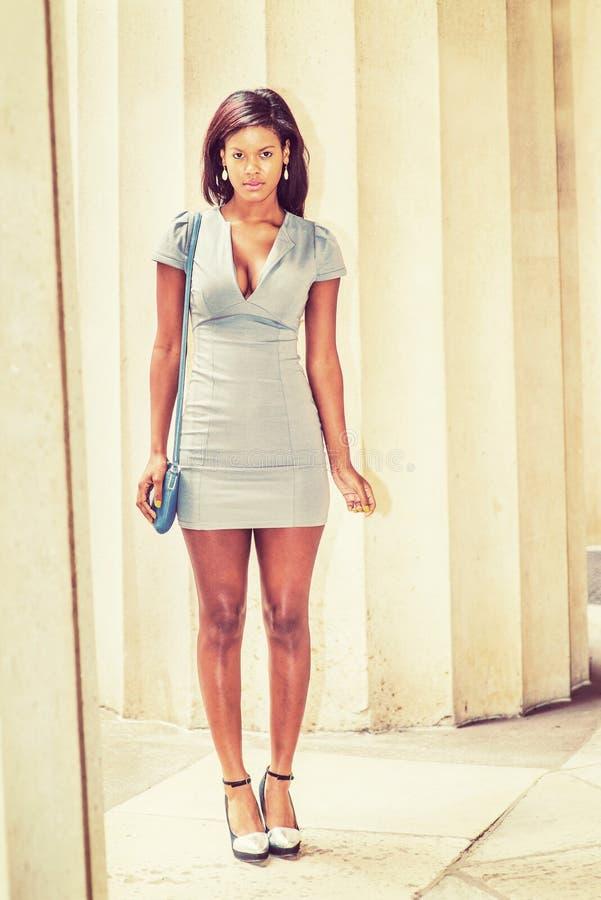 Portret van Jonge Afrikaanse Amerikaanse Onderneemster in New York stock fotografie