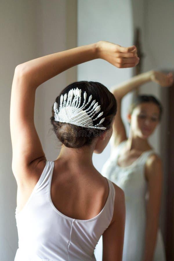 Portret van jonge balletdanserrug stock afbeelding