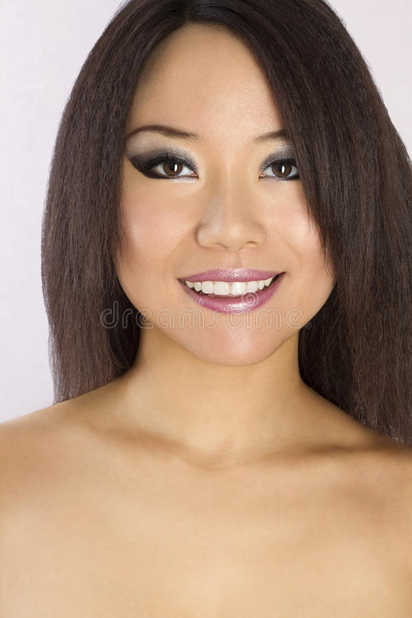 Portret van Jonge en Mooie Aziatische vrouw. stock afbeeldingen