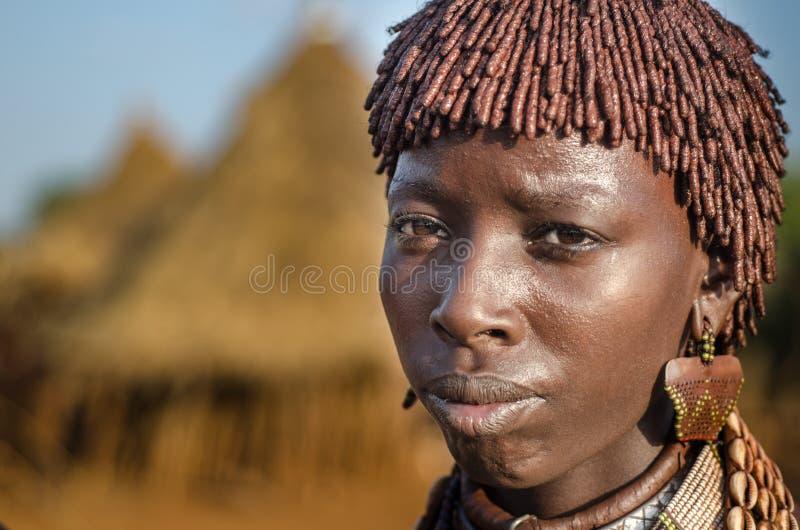 Portret van jonge hamervrouw, Ethiopië, Omo-Vallei stock fotografie