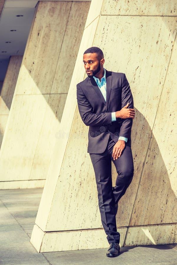 Portret van Jonge Knappe Afrikaanse Amerikaanse Zakenman stock afbeeldingen