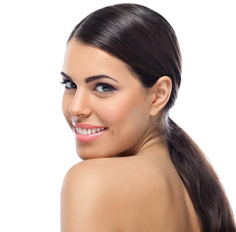 Portret van jonge mooie glimlachende vrouw stock fotografie