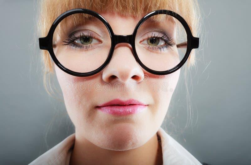 Portret van jonge mooie onderneemstervrouw stock foto's