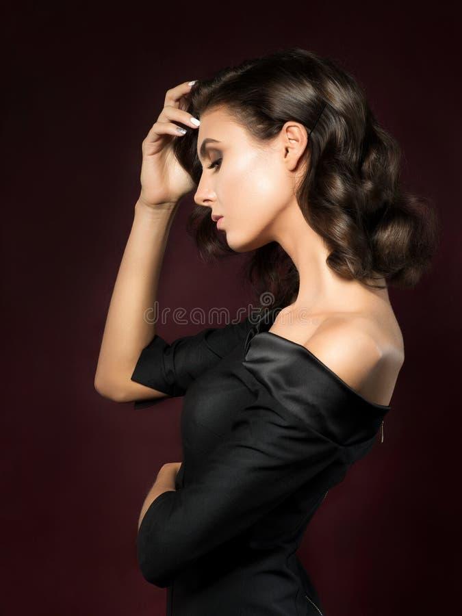 Portret van Jonge Mooie Vrouw stock afbeeldingen