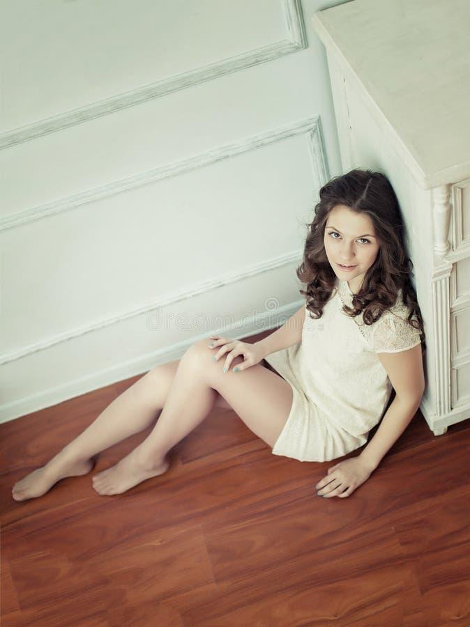 Portret van Jonge Mooie Vrouw royalty-vrije stock foto