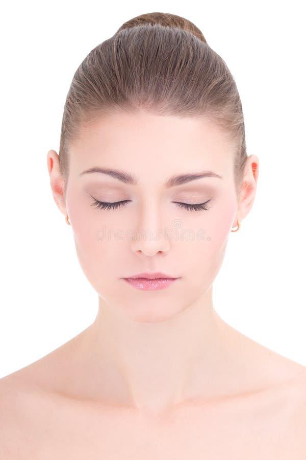 Portret van jonge mooie vrouw met gesloten ogen die op w wordt geïsoleerd royalty-vrije stock afbeeldingen