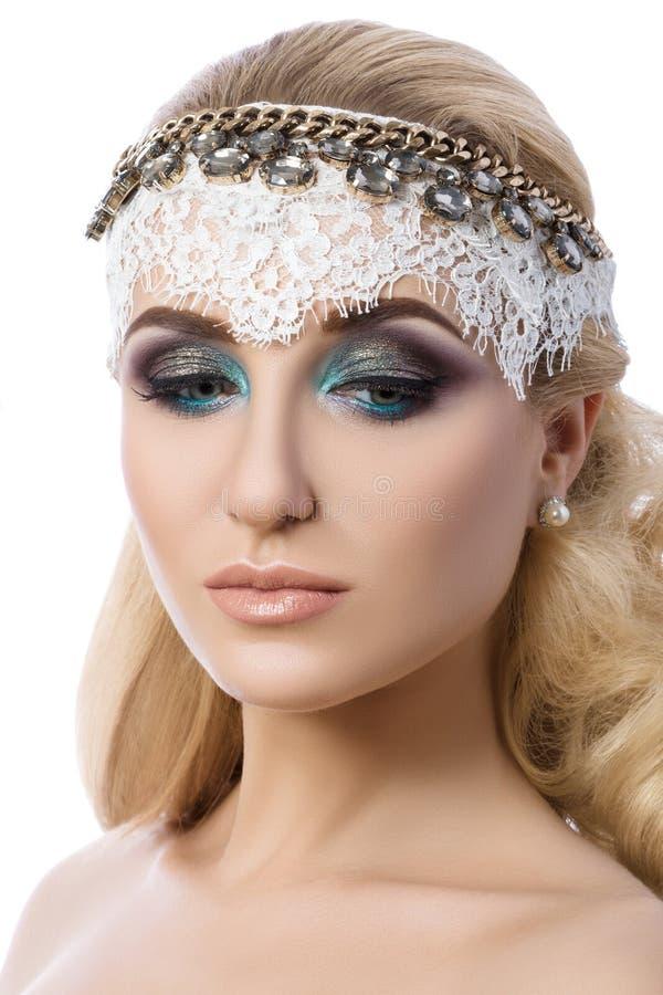 Portret van jonge peinzende blondevrouw royalty-vrije stock foto's