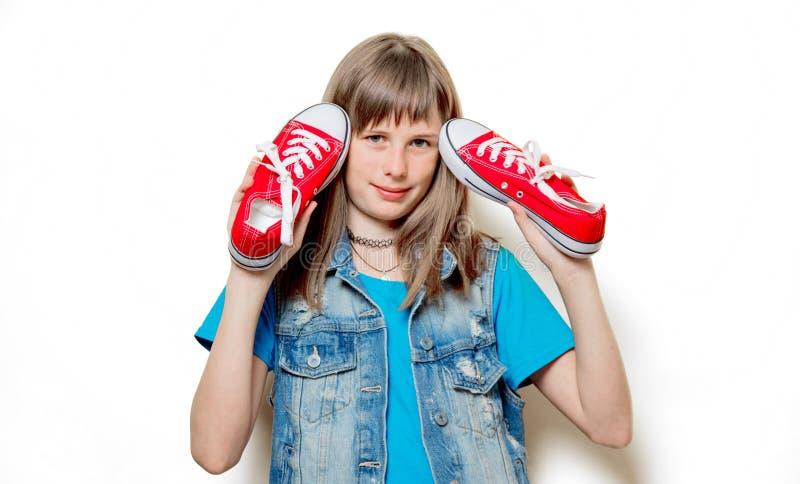 Portret van jonge tiener met rode gumshoes royalty-vrije stock afbeelding