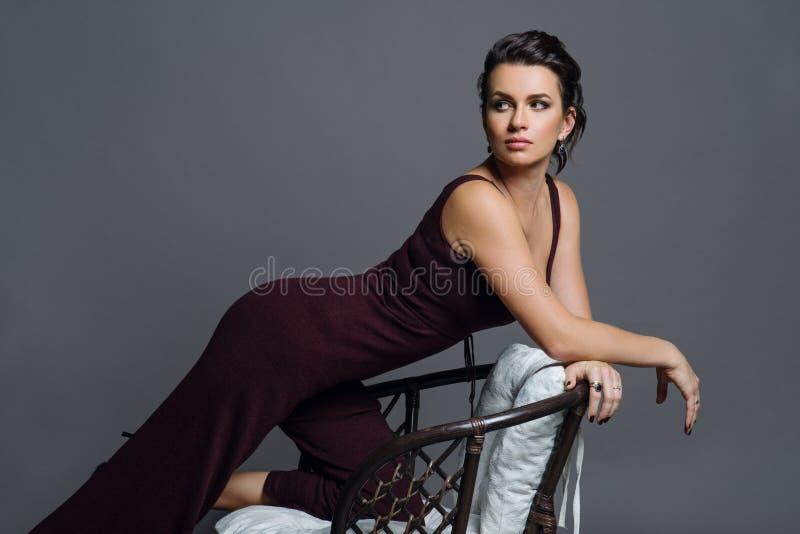 Portret van jonge vrouw royalty-vrije stock foto's