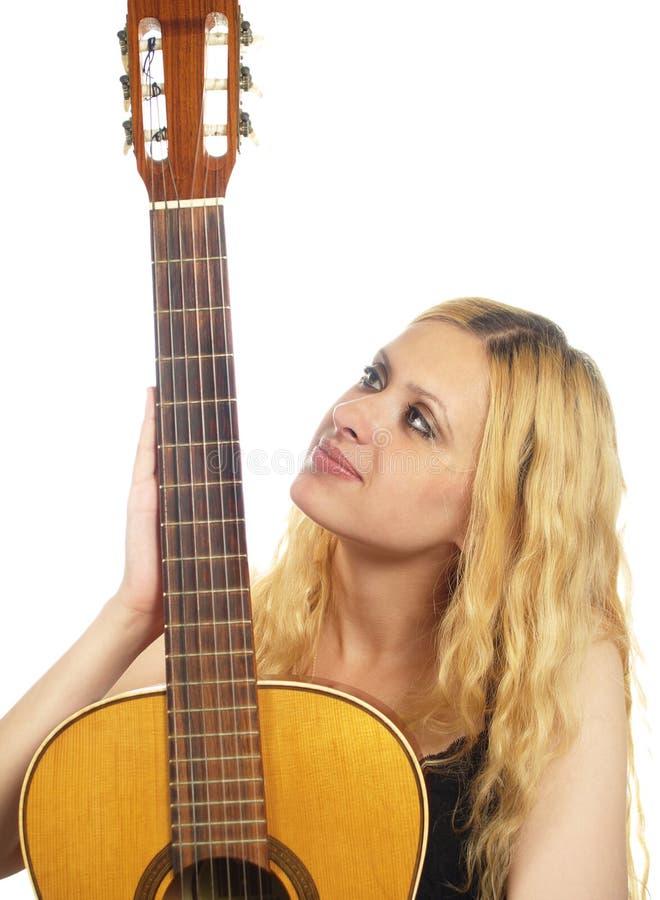 Portret van jonge vrouw met gitaar royalty-vrije stock fotografie