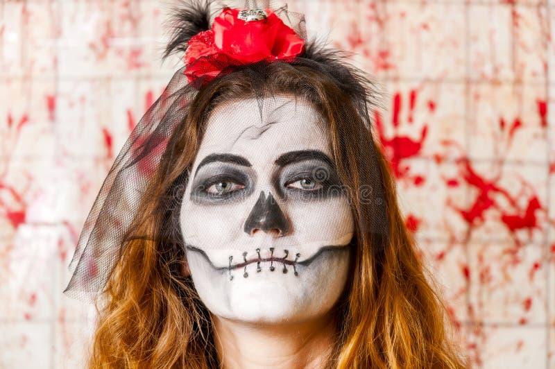 Portret van jonge vrouw met het angst aanjagen make-up Halloween-het concept van de vakantiemaskerade royalty-vrije stock afbeelding