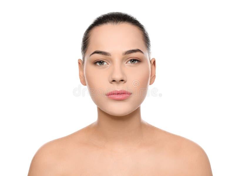 Portret van jonge vrouw met mooi gezicht en natuurlijke make-up royalty-vrije stock afbeelding