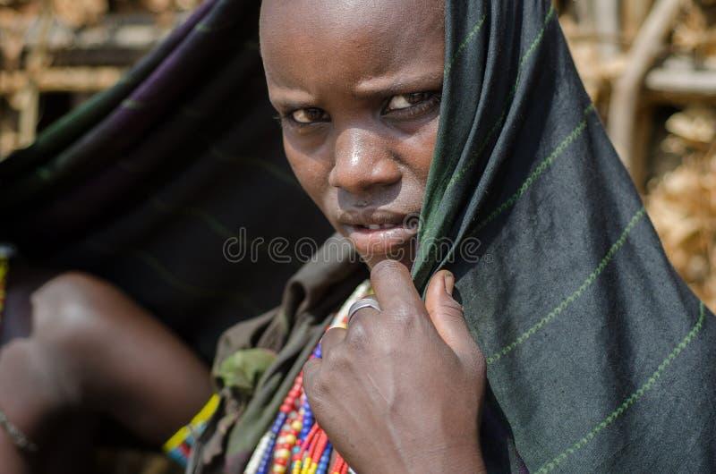 Portret van jonge vrouw van Arbore-stam, Ethiopië stock fotografie