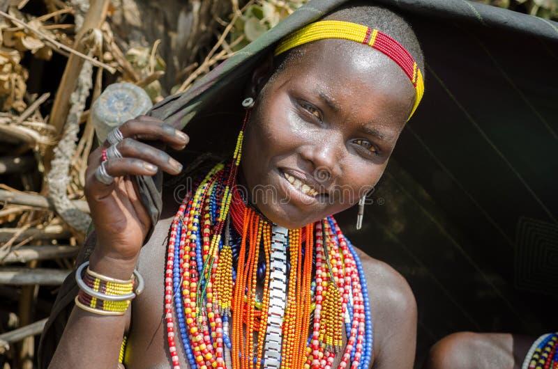 Portret van jonge vrouw van Arbore-stam, Ethiopië stock afbeelding