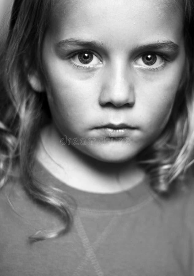 Portret van jongen in zwart-wit stock foto's