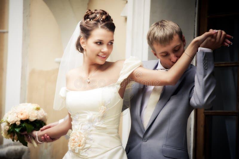 Portret van jonggehuwden stock foto