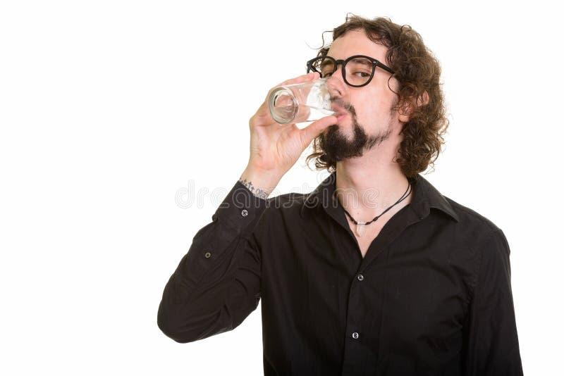 Portret van knap Kaukasisch mensen drinkwater royalty-vrije stock foto