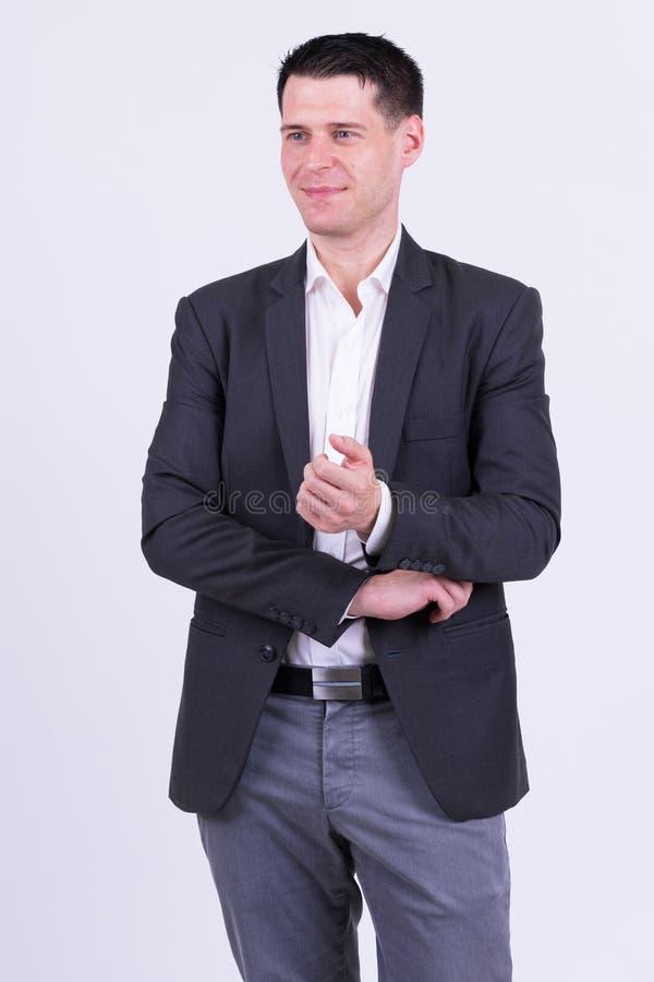 Portret van knappe zakenman in kostuum het denken stock fotografie