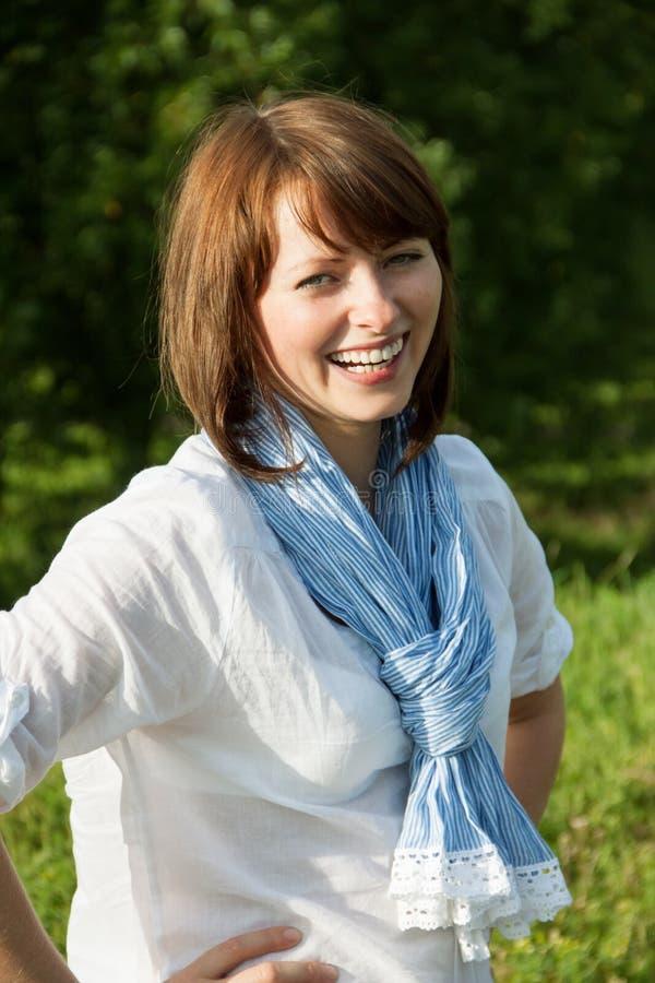 Portret van lachende vrouw royalty-vrije stock foto's
