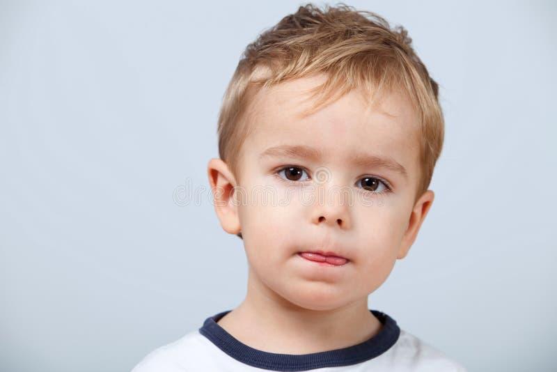 Portret van leuk weinig jongen stock foto